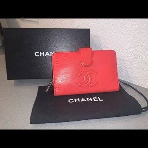 Authentic Chanel caviar red compact wallet clutch